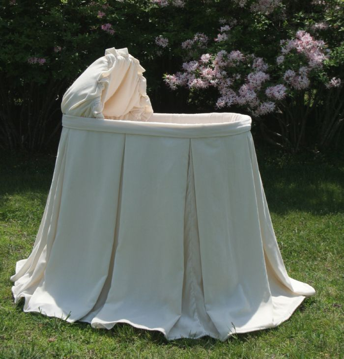 Verona Bassinet in Silk Velvet by Lulla Smith