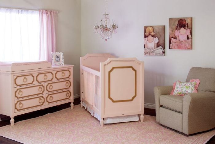 Beverly Crib in Pink with Gold Room by Newport Cottages